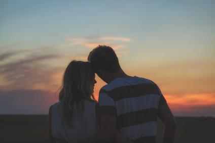 愛し合う夫婦