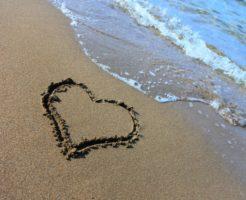 砂浜とハート